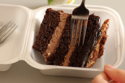 The Little Aussie Bakery & Cafe's Gluten-Free Vegan Multi-layered Chocolate Cake Slice #veggieangie